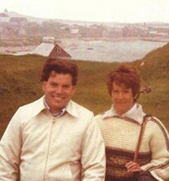 Avec son épouse sur l'Île aux Marins en 1980.